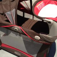 Graco bassinet / pack n play Photo