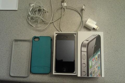 Pristine black 16 GB Verizon iPhone 4S with extras Photo