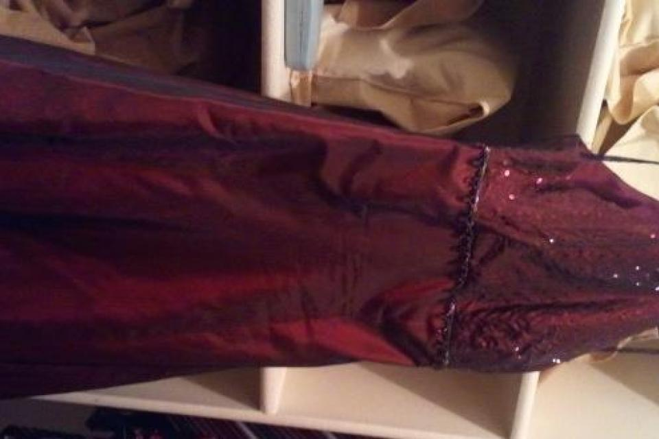 Burgundy/Maroon formal gown Large Photo