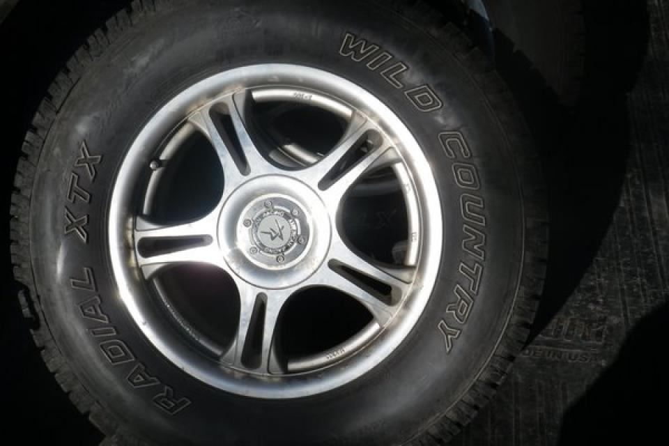235/70R16 WILD COUNTRY all season radial tires on rims Large Photo