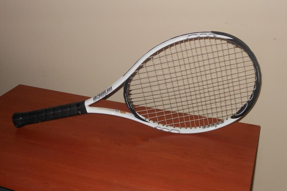 Tennis racquet Large Photo