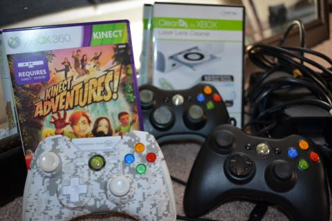X Box 360, Kinect, controllers Photo