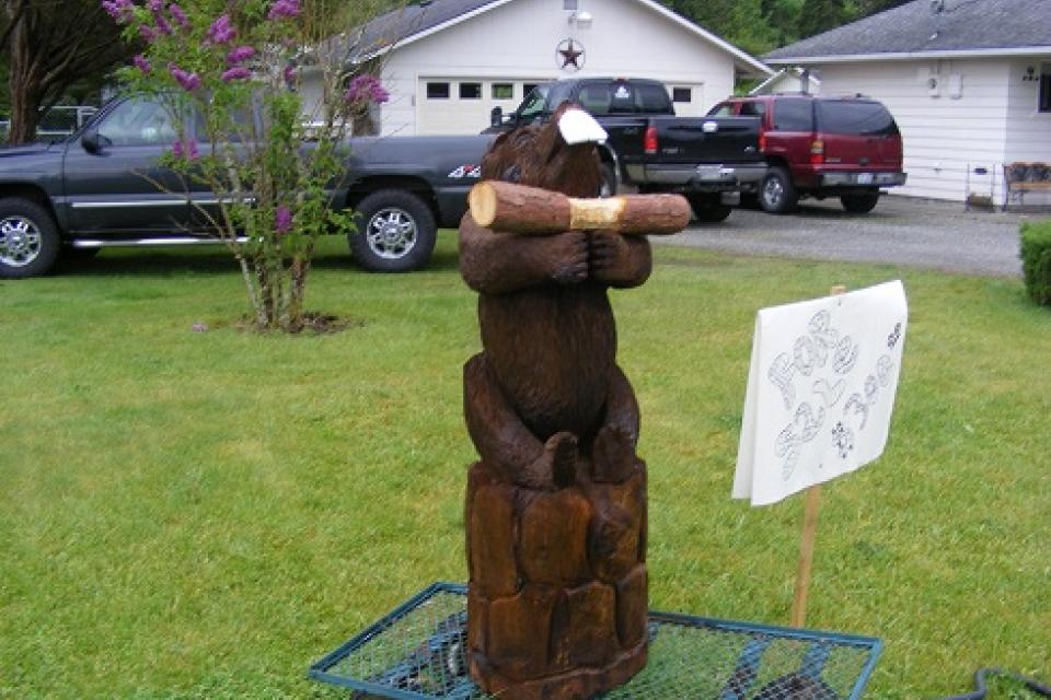 Chainsaw carved beaver Large Photo
