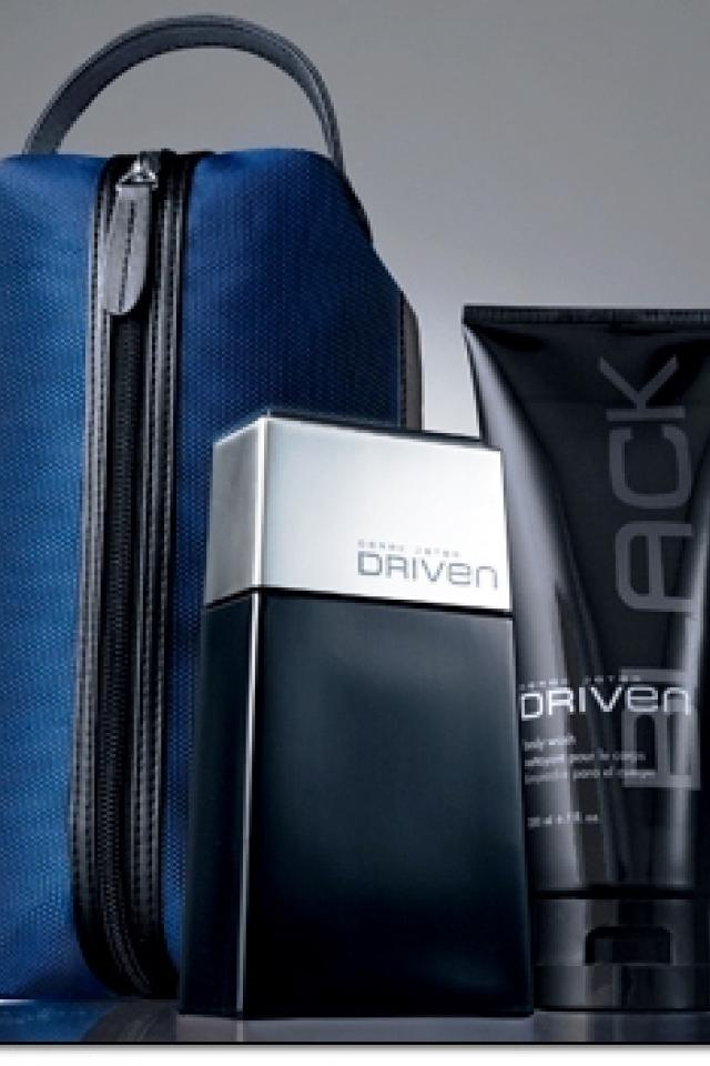 Derek Jeter Driven Black, 3-piece Set - Eau De Toilette Spray 2.5 Fl. Oz. - Body Wash 6.7 Fl. Oz. - Men's Travel Dopp Kit  Photo