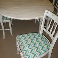 Dining Table & 4 Chairs Photo