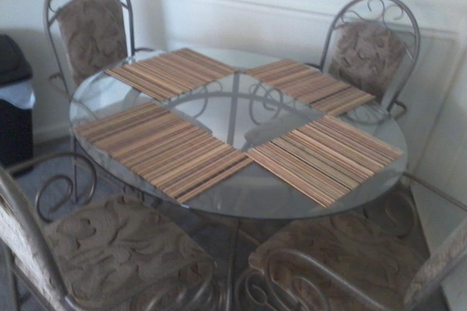 ROUND TABLE W/GLASS TOP AND CHAIRS Large Photo