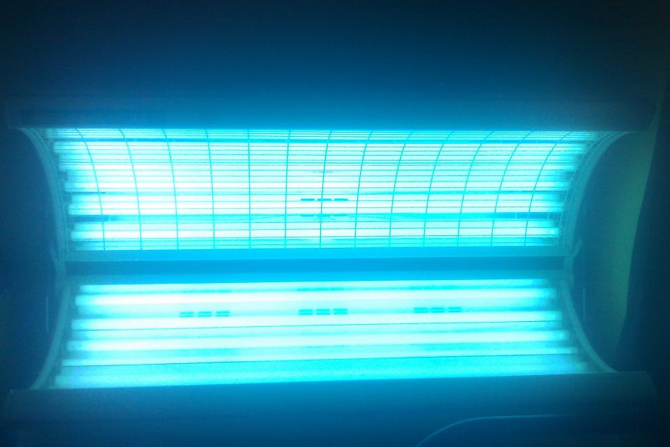 Tanning bed Large Photo