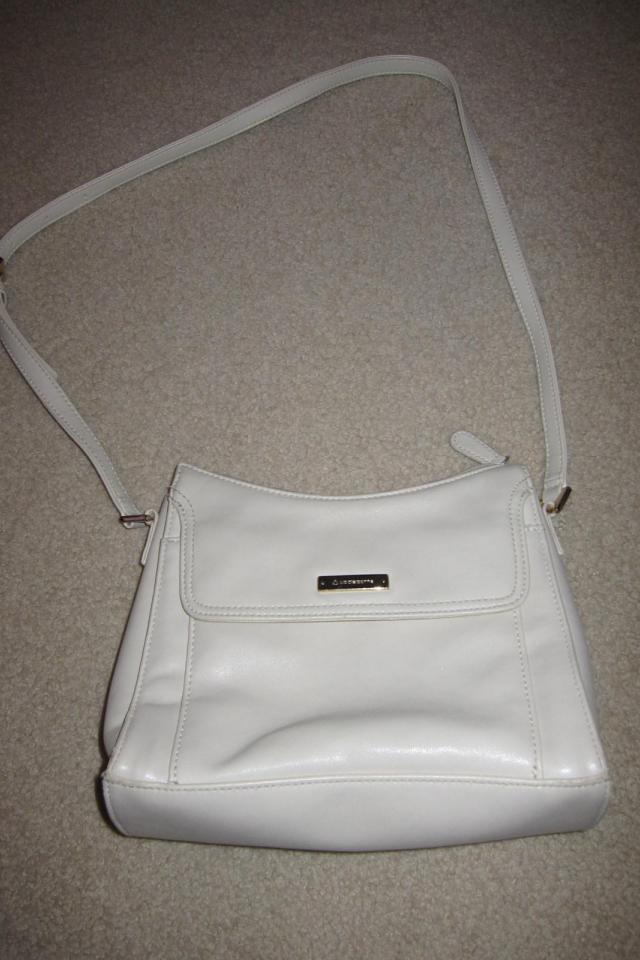 Off-white leather Liz Claiborne purse that looks brand new Large Photo