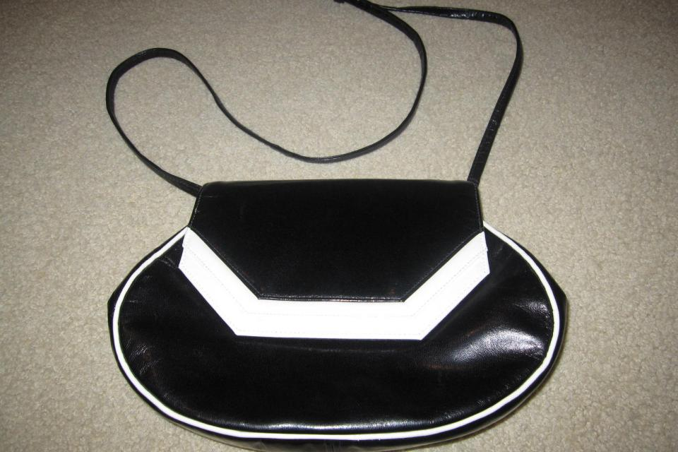Unique vintage black and white leather purse Large Photo