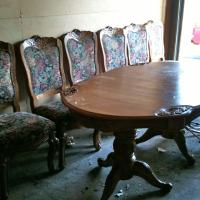 Solid Oak Dinning Room Table With Chairs Photo