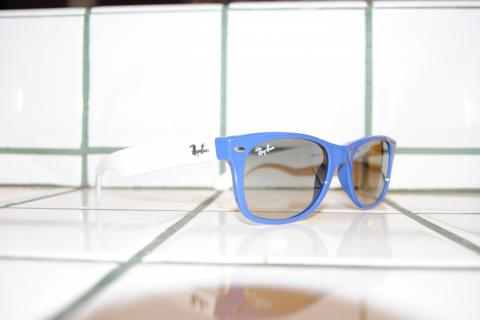 Ray Ban New Wayfarer (2132) Blue/White Photo