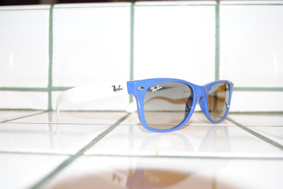 Ray Ban New Wayfarer (2132) Blue/White Large Photo