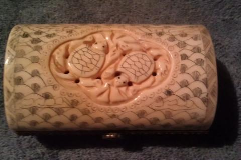 VERY OLD SOLID CHINESE HAND CARVED OX BONE Trinket Box w/ 2 Turtles Photo