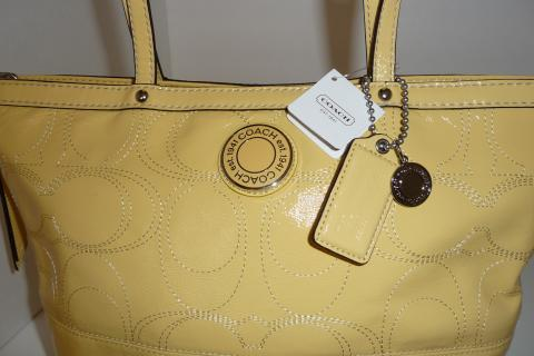 COACH SIGNATURE TOTE  Photo
