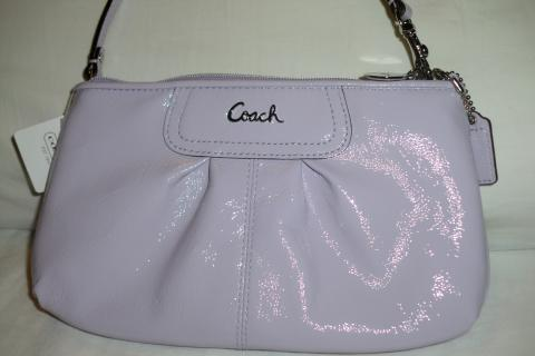 COACH PATENT LARGE WRISTLET Photo