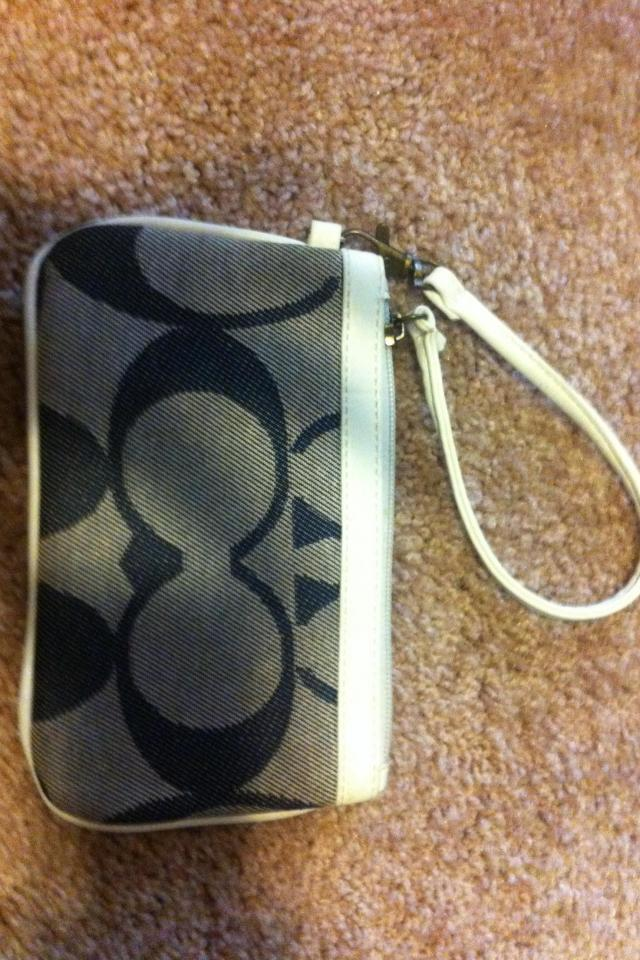 Coach wristlet  Large Photo