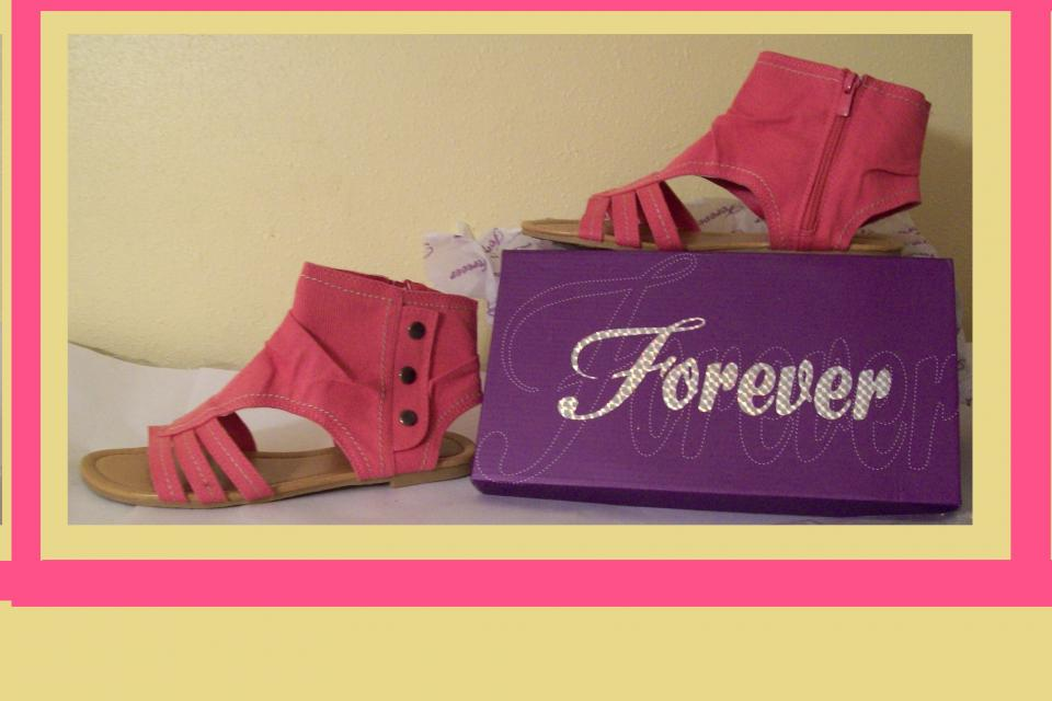 Pink Sandals Shoes size 9 NEW  Large Photo