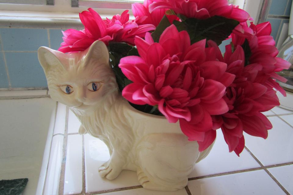 Vintage Ceramic cat Planter Vase.Flowers not included. Large Photo