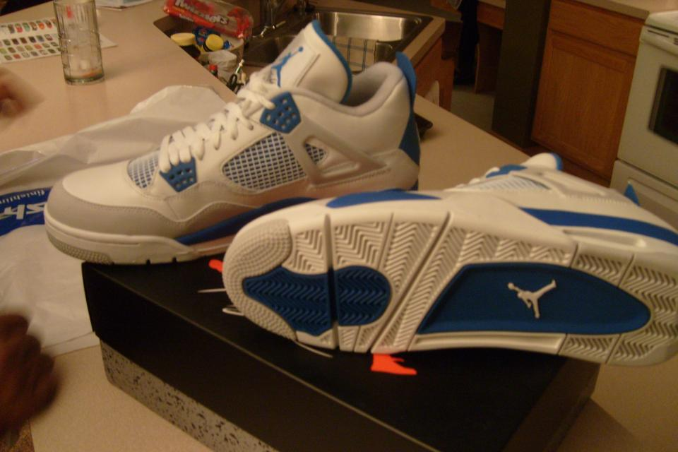 Limited edition Air Jordan 4 retro BRAND NEW Large Photo