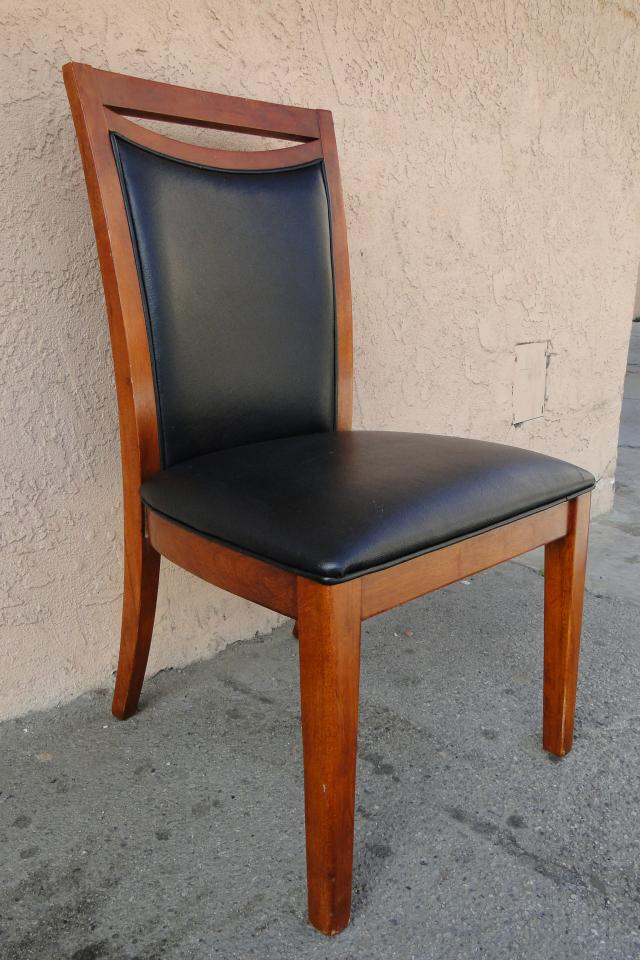 wood/cushioned chairs Photo