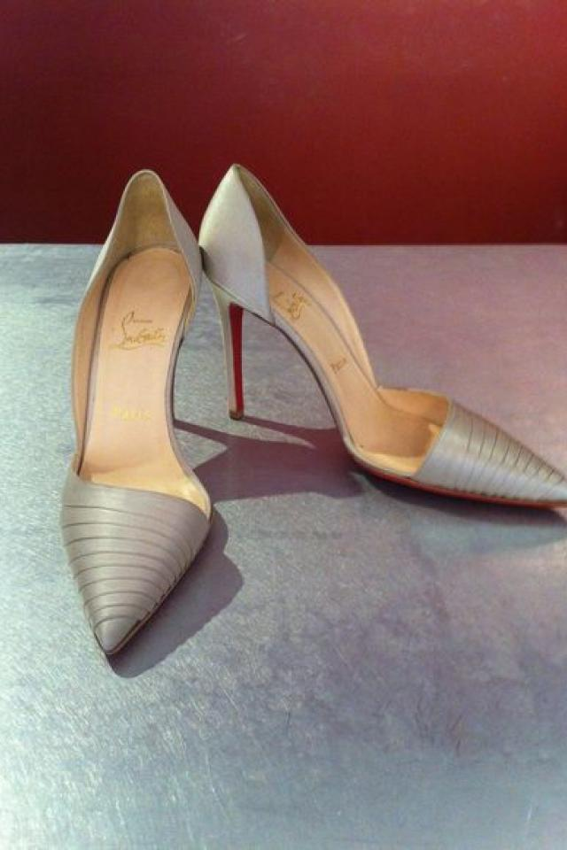 CHRISTIAN LOUBOUTIN SATIN HEEL Photo