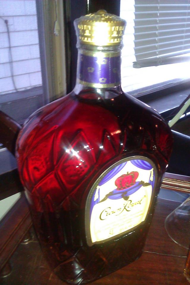 LARGEST BOTTLE OF CROWN ROYAL MADE,( 3L) SMALL LOOKING BOTTLE IN THE PIC IS REG SIZE! Photo