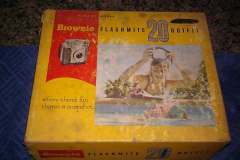 VINTAGE KODAK Brownie FLASHMITE 20 OUTFIT w/BOX & FLASH BULBS!!! Photo