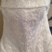 Gorgeous White Wedding Dress Photo