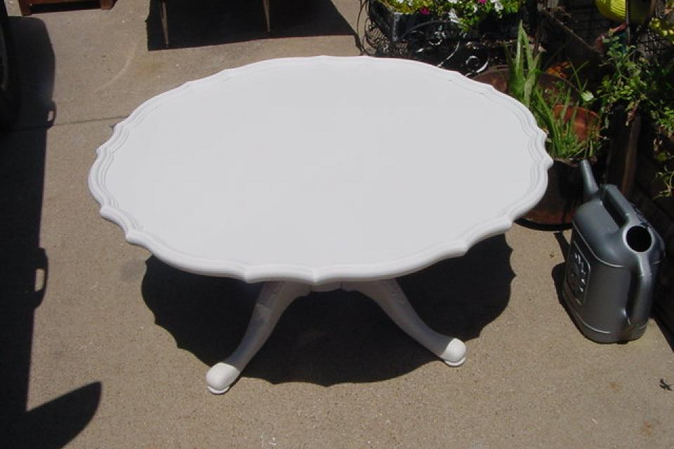 FRENCH PIECRUST ROUND COFFEE TABLE Large Photo