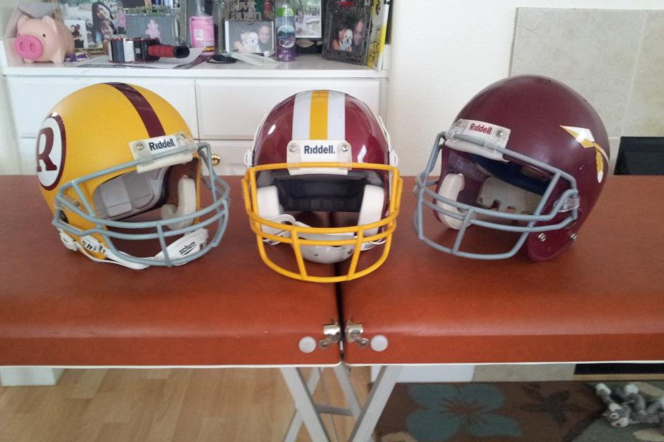 REDSKINGS FOOTBALL HELMETS TRIO THROWBACK NICE Large Photo