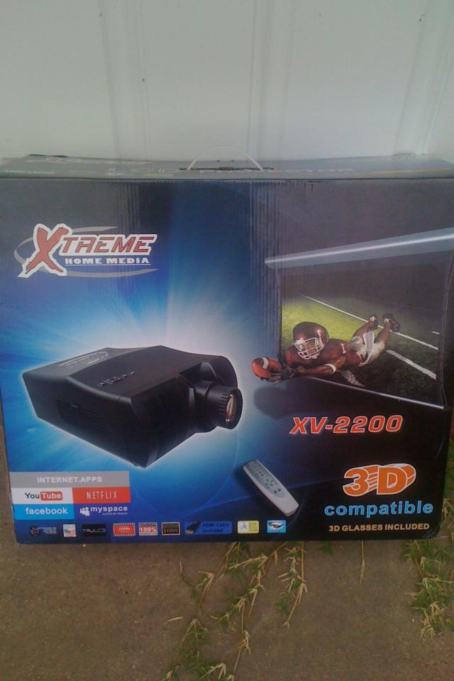 New Xtreme Home Media LCD Projector w/ 72