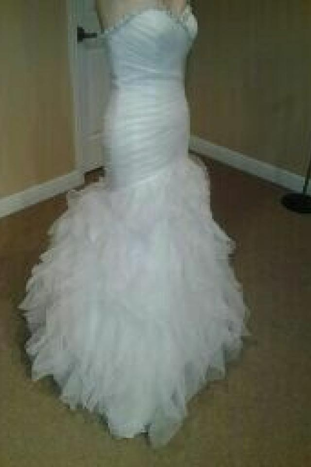 BEAUTIFUL WEDDING DRESS!! Like NEW!! Photo