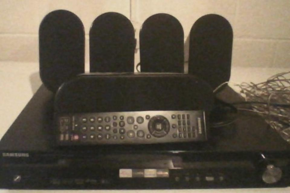 samsung surround sound system 5 speakers and remote Large Photo