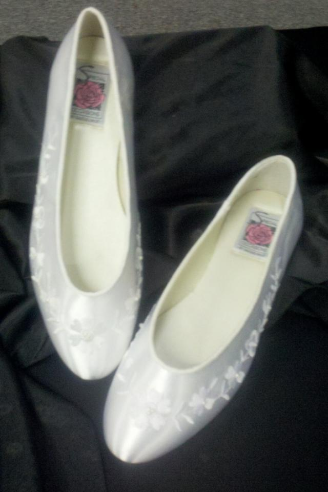 New White Bridal Slipper Sz 7 Photo