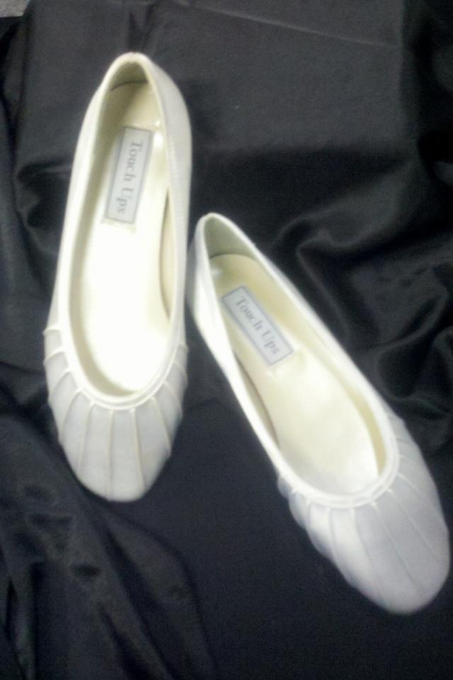 New White Bridal Slipper (Dyeable) Sz 5 Photo