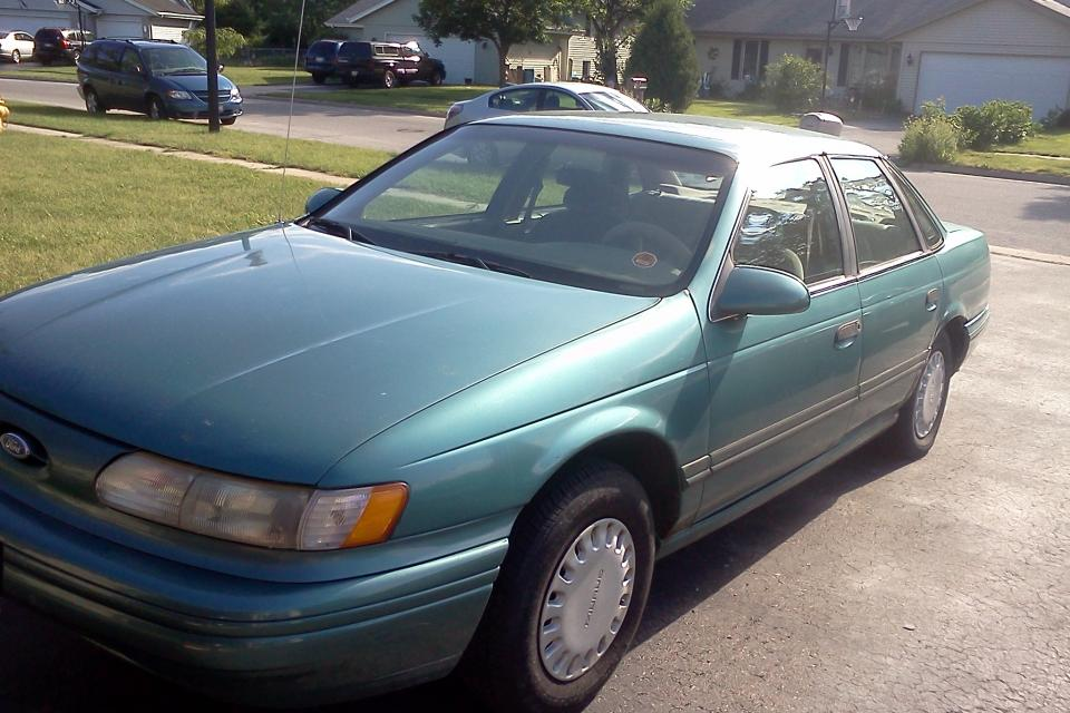 1993 Ford Taurus Large Photo