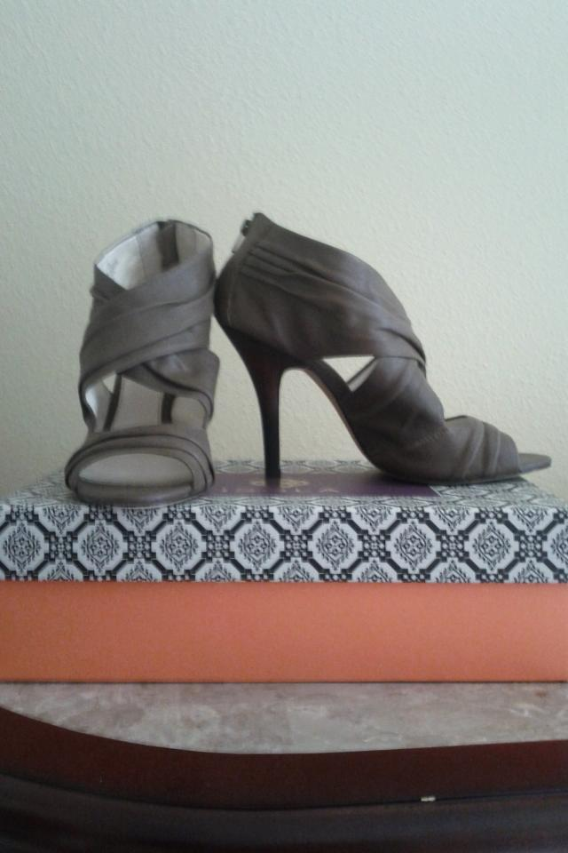 Isola Balta Taupe Gray Heels Photo
