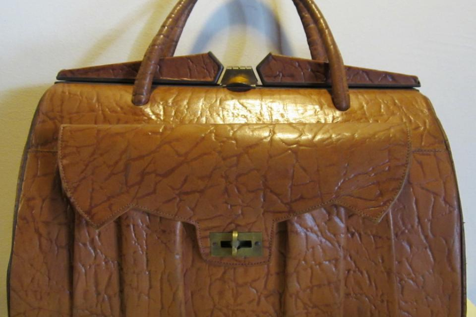 Lovely vintage camel leather bag, doctor's bag, 1930's Large Photo