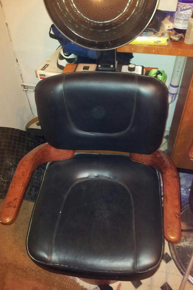 GREAT SALON EQUIPMENT!- THESE ITEMS ARE IN THE BRONX, N.Y. Photo