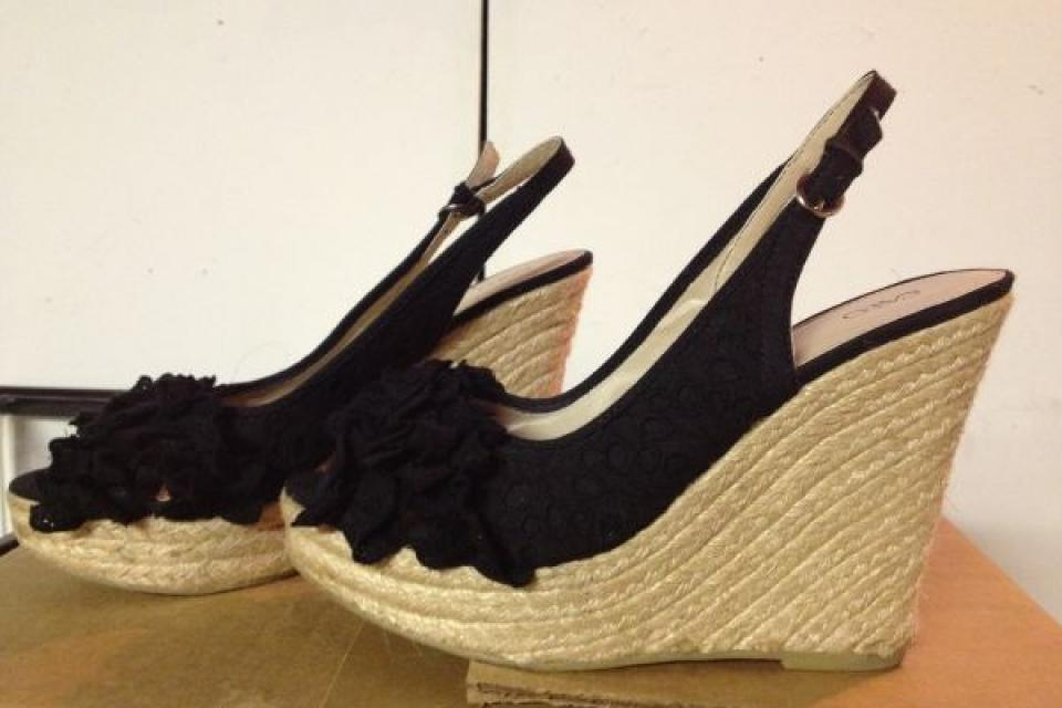 Cute black wedges size 9 Large Photo