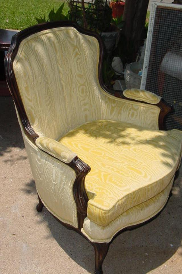 HOLLYWOOD REGENCY CHAIR ORIGINAL FABRIC NO STAINS STURDY Large Photo