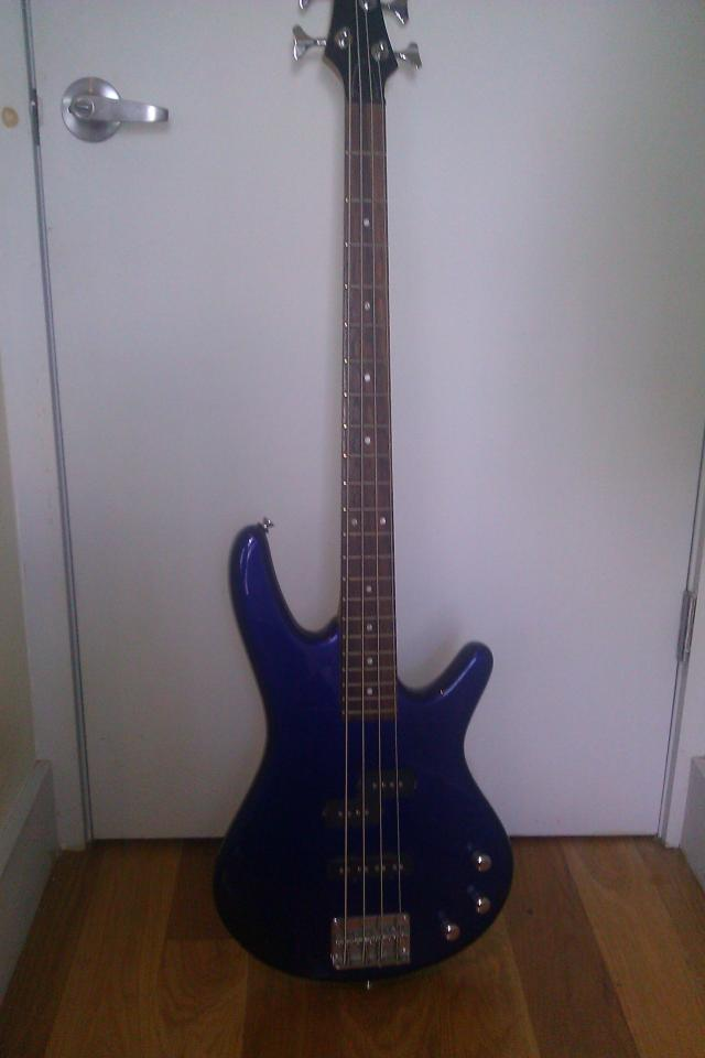 Ibanez GSR 200 Bass Guitar (Blue) Photo