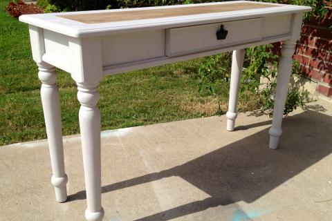 French Linen Sofa/Entry Table  Photo