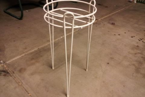 vintage plant stand Photo