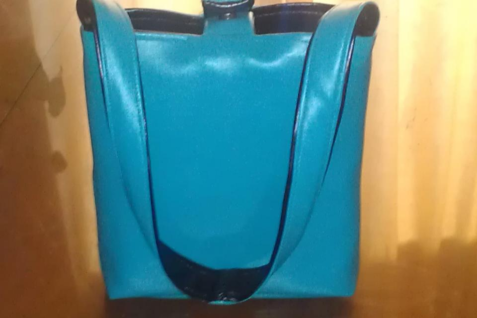 REVEARSABLE Black and Turquoise Vinyl Tote/Pu