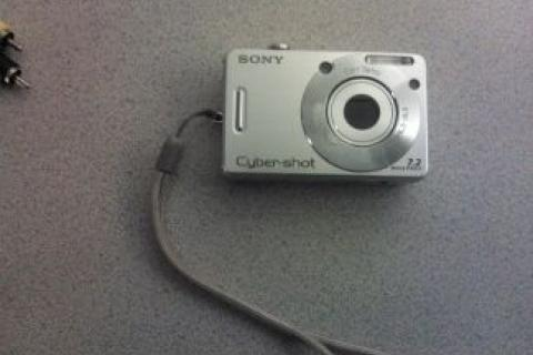 SONY CYBERSHOT CAMERA (SILVER) Photo