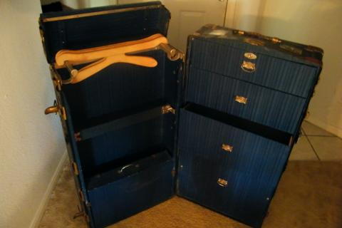 Rare Yale 1920-1930 steamer trunk  Photo
