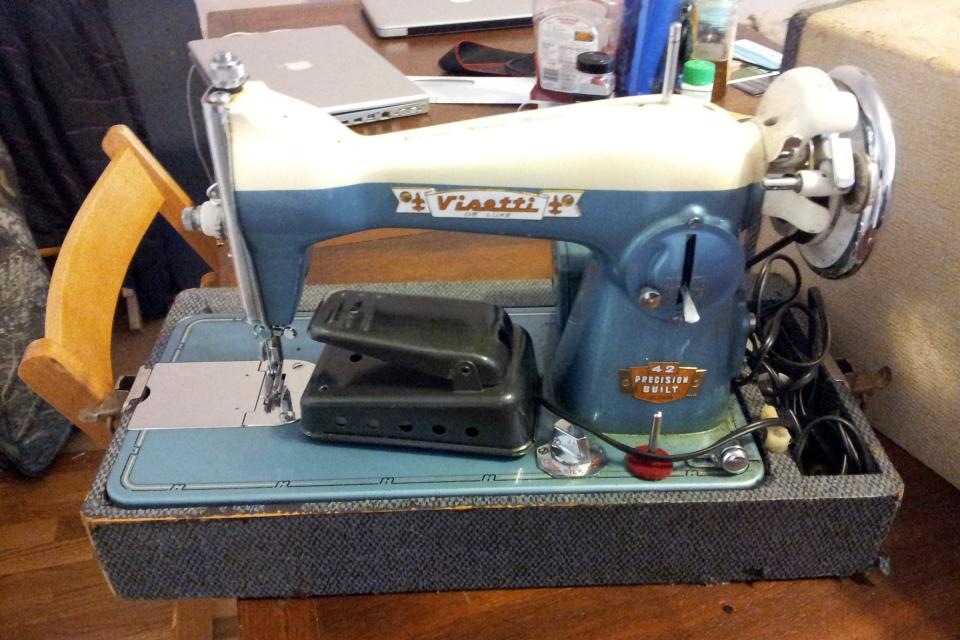 Visetti de Luxe Sewing Machine  Large Photo