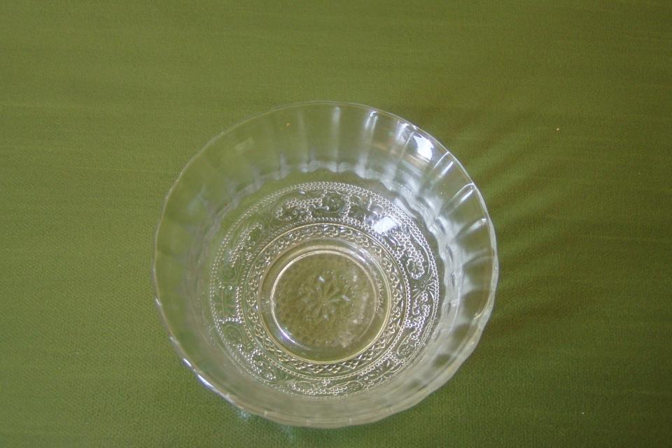 SMALL VINTAGE GLASS BOWL Large Photo