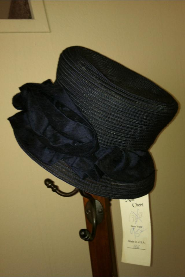 NWT Mon Cheri Vintage Medium Brimmed Mesh Hat (Hollywood) Large Photo